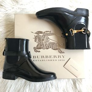 Burberry Ackmar Ankle Chelsea Boot with Straps EUC